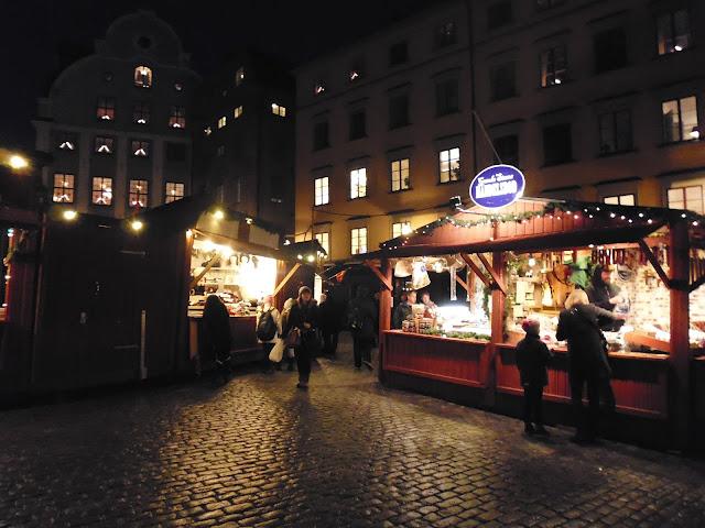 Julmarknader en la Plaza de Stortorget en Gamla Stan (@mibaulviajero)