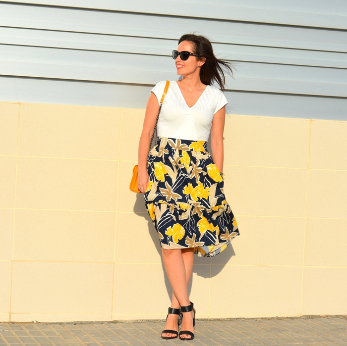 zara-printed-midi-skirt-white-body-outfit
