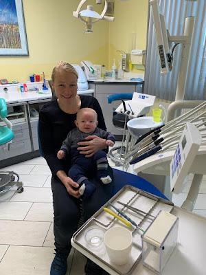 Kleinkind beim Zahnarzt