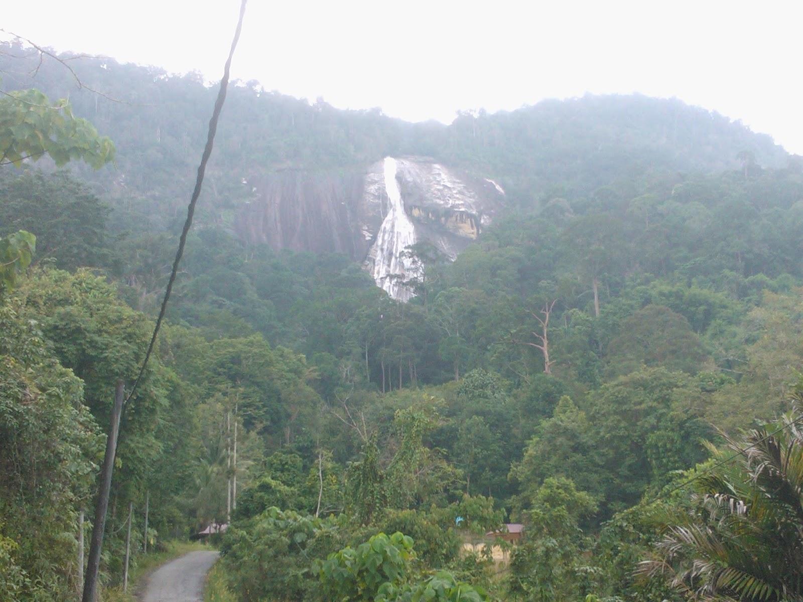 Azram Sulong Air Terjung Gunung Stong