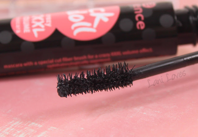 Essence Rock n Doll mascara demo & Review