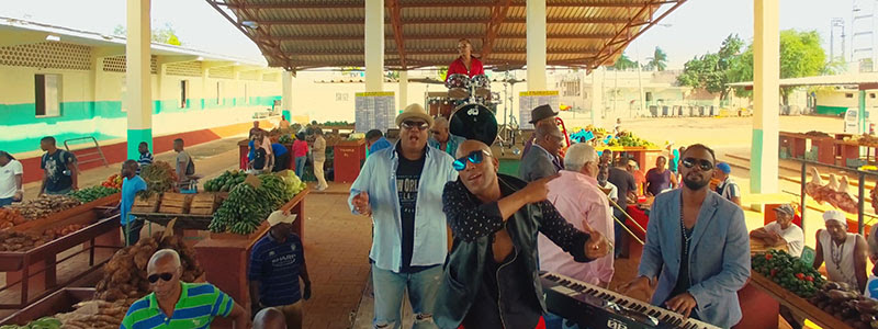 Formell y Los Van Van - ¨Amiga mía¨ - Videoclip - Dirección: Alejandro Valera. Portal Del Vídeo Clip Cubano - 05