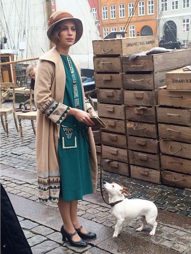 A garota dinamarquesa, danish girl, Gerda (Alicia Vijander), casaco