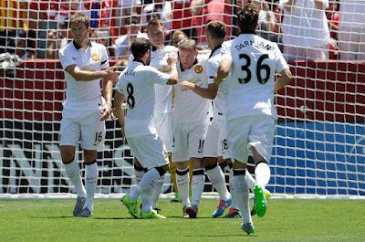 Rooney celebrates his goal with teammates as Man Utd beat Barca 3-1