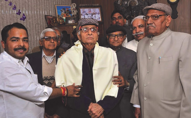 Youth Kshatriya leader Vikas Thakur honored ex-servicemen and senior citizens on New Year