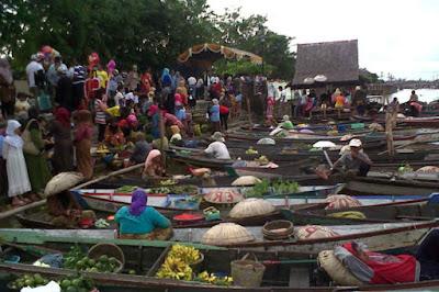 Wisata Kota Banjarmasin Pasar Terapung Yang Menawan