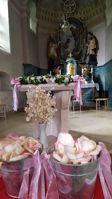 Kirche Grainau, Streukörbchen, Hochzeit, , Riessersee Hotel, Garmisch-Partenkirchen, Bayern, Vintage, Rosen, Schleierkraut, Rosa, Pink, See und Berge