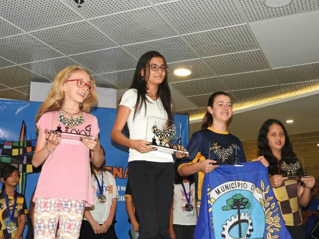 Aluna registrense conquista o tetracampeonato brasileiro de xadrez