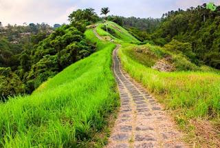 http://www.teluklove.com/2017/02/pesona-keindahan-wisata-campuhan-ridge.html