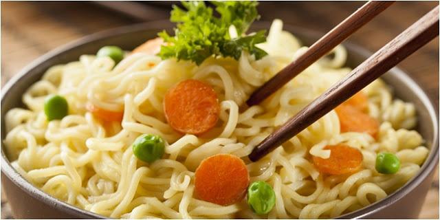 Hindari Makan Mie Instan Saat Sahur! Begini Nih Penjelasannya