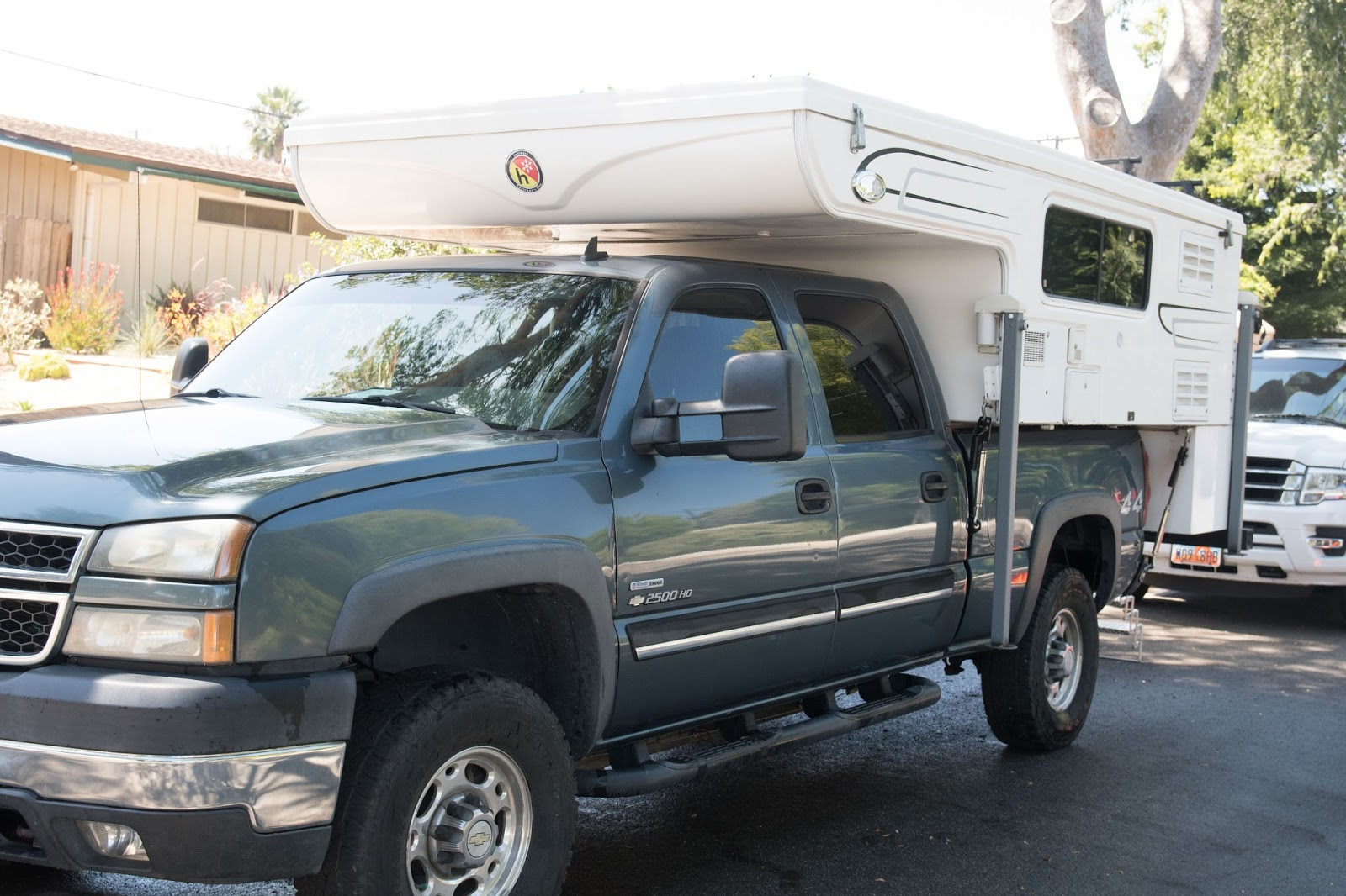 PDonohoe: Hallmark Everest Truck Camper for Sale in ...