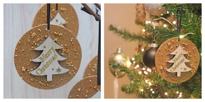 Ik zou het in de Kerstboom hangen.