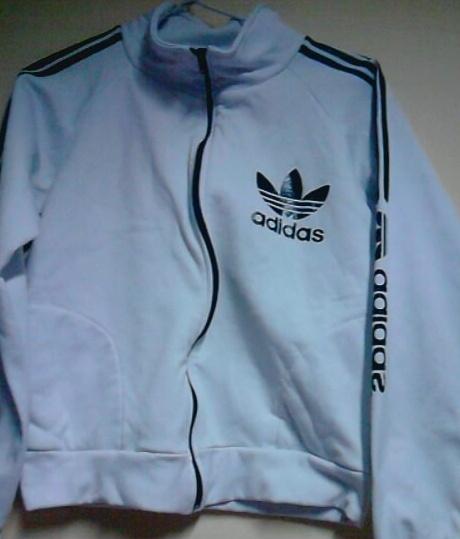 fcc0c115204 blusa de frio na cor branca da adidas nao é original tam m R 20