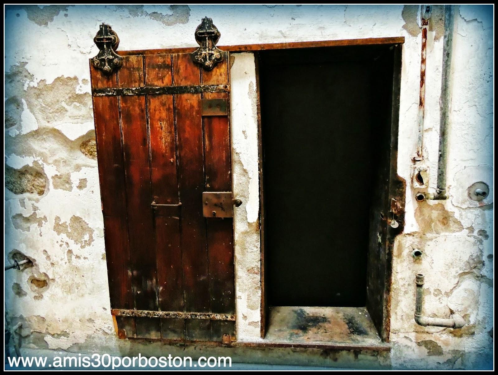 Pequeñas Puertas en las Celdas de Eastern State Penitentiary, Filadelfia
