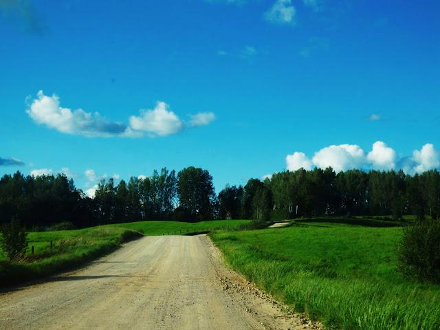 Na Łotwie jest sporo szutrowych dróg! (sierpień 2016)