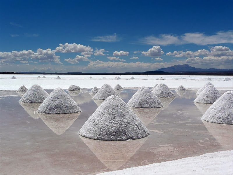 Salar de Uyuni, Bolivia - Too Beautiful To Be Real? 16 Surreal Landscapes Found On Earth
