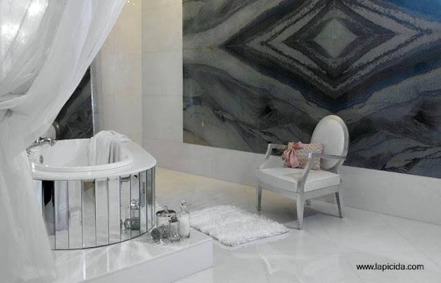 Arquitectura de casas dise os de ba os lujosos for Fotos de cuartos de bano de marmol