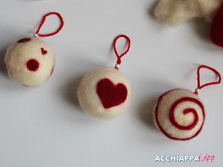 palline per albero di natale con infeltrimento con lana cardata