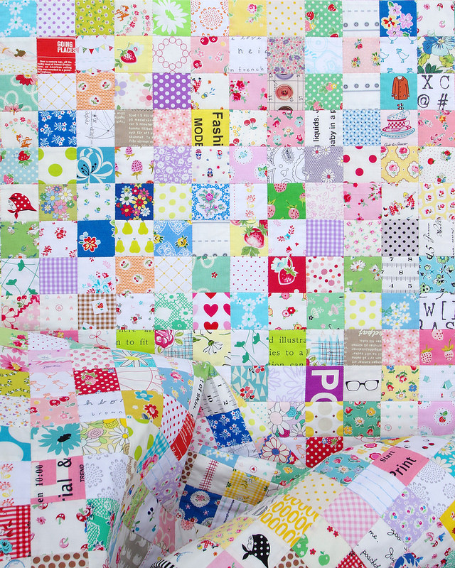 A Summer's End Postage Stamp Quilt | © Red Pepper Quilts 2017