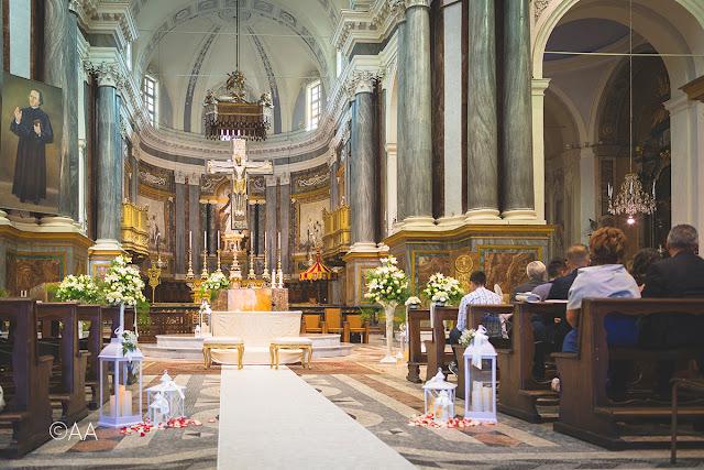 Come allestire chiesa matrimonio fiori e lanterne