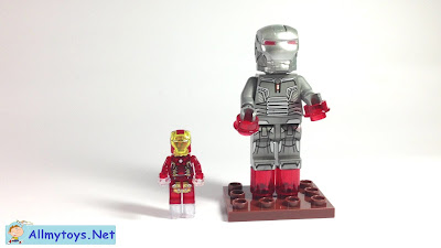 Regular Lego Minifigures Meet Giant Figures