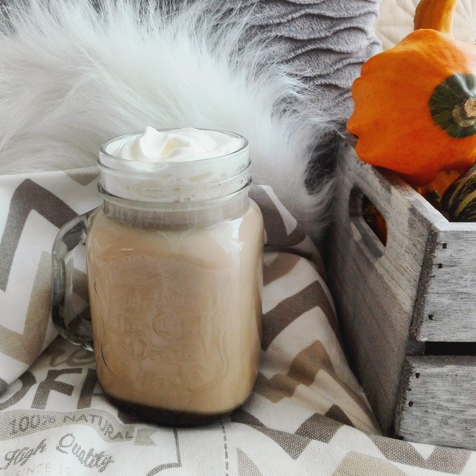 Smaki jesieni - kawa z syropem dyniowym (Pumpkin Spice Latte)