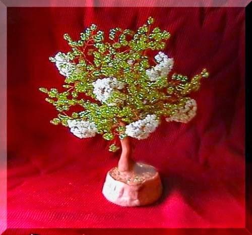 Дерево из бисера бузина