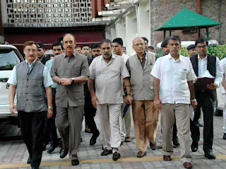 congress-approaches-election-commission-to-seeks-probe-in-defection-issue-in-gujarat