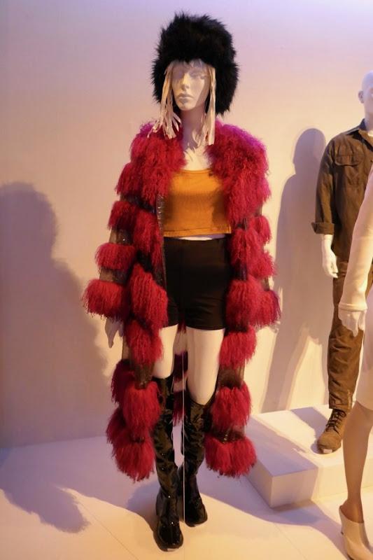 Mackenzie Davis Blade Runner 2049 Mariette costume