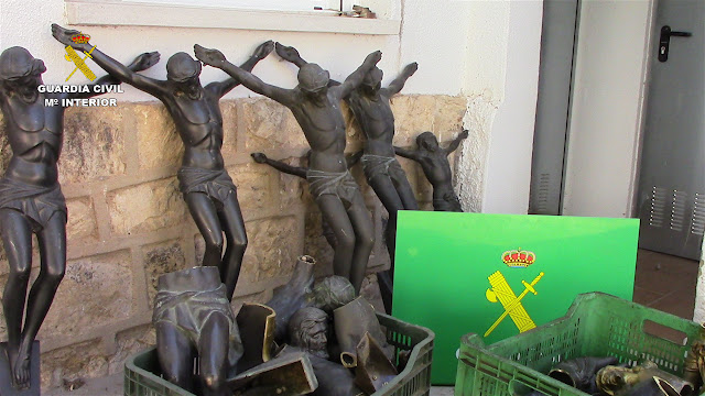 Parte del material de los cementerios incautado por la Guardia Civil