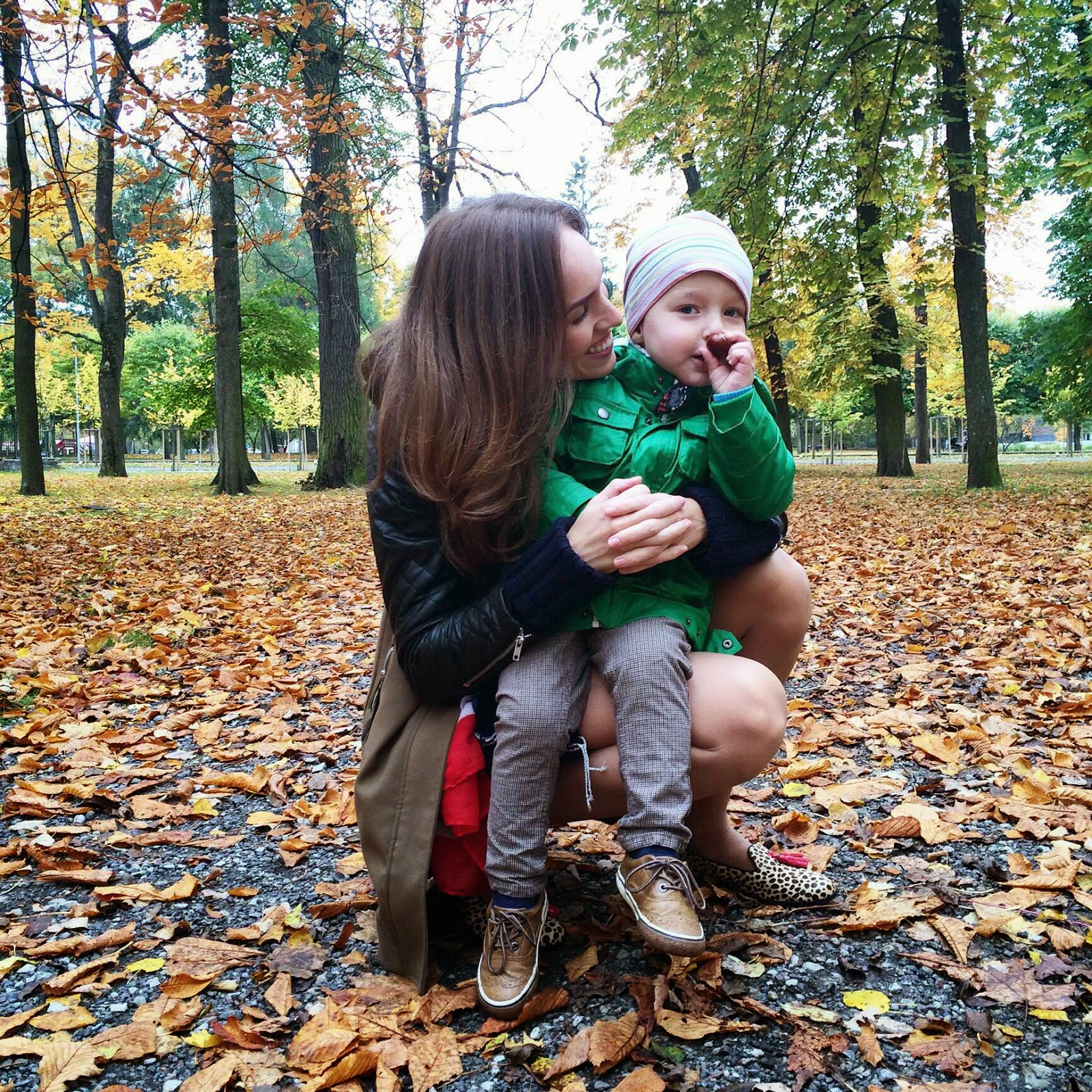 fall-leaves-park-colourful-mother-toddler