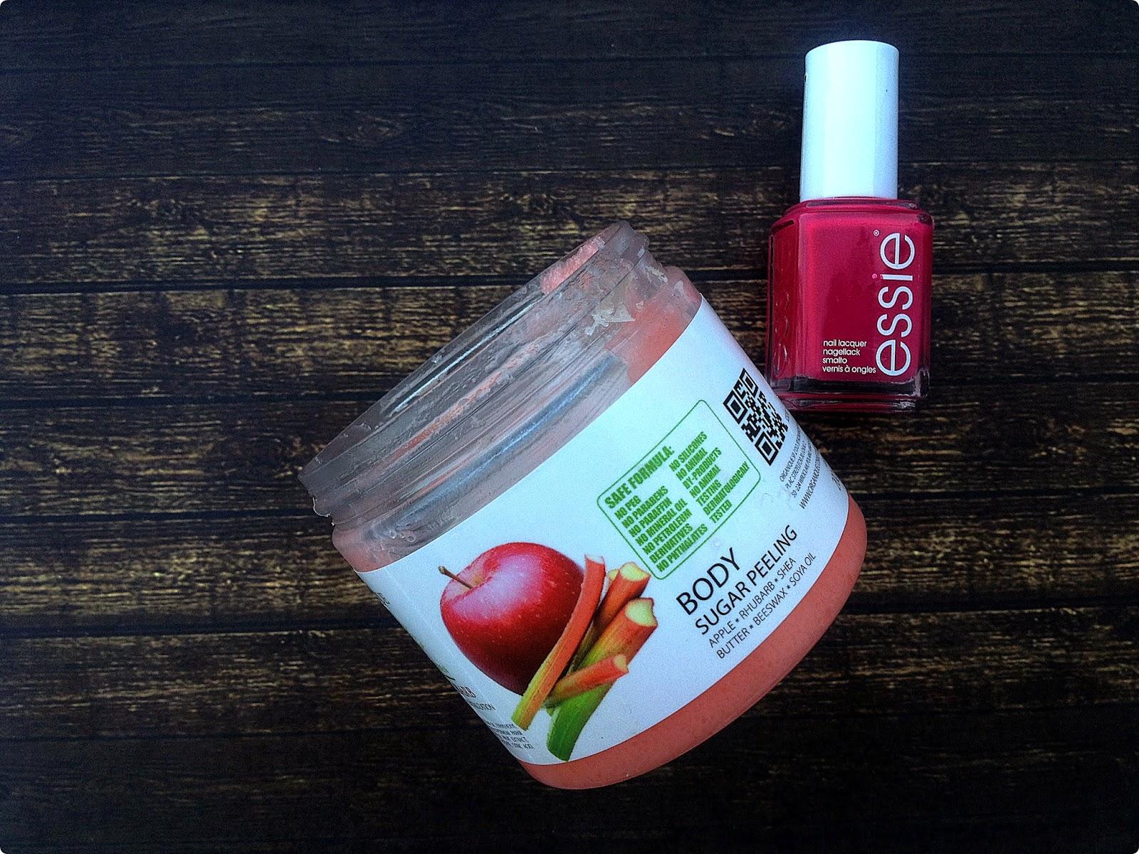 Ulubieńcy miesiąca - Peeling cukrowy jabłko&rabarbar, Organique oraz Watermelon, Essie