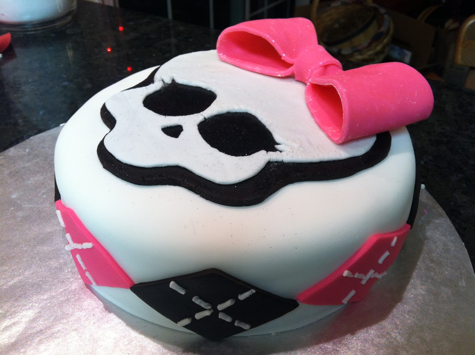 The Iced Queen Quot Monster High Quot Cake A Learning Experience