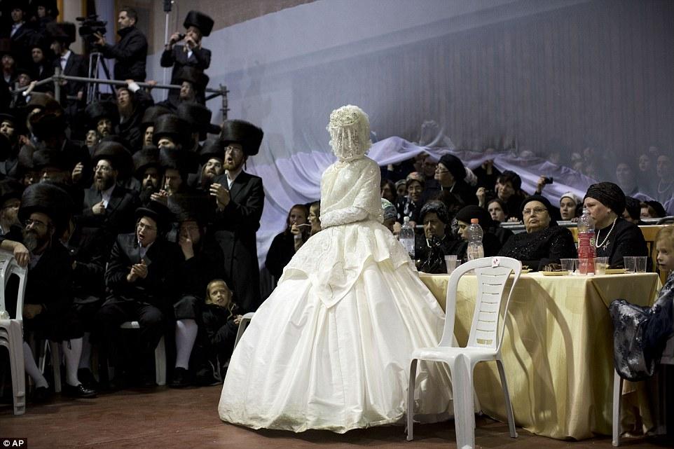 Et vive la mariée ! (Source Mailonline)