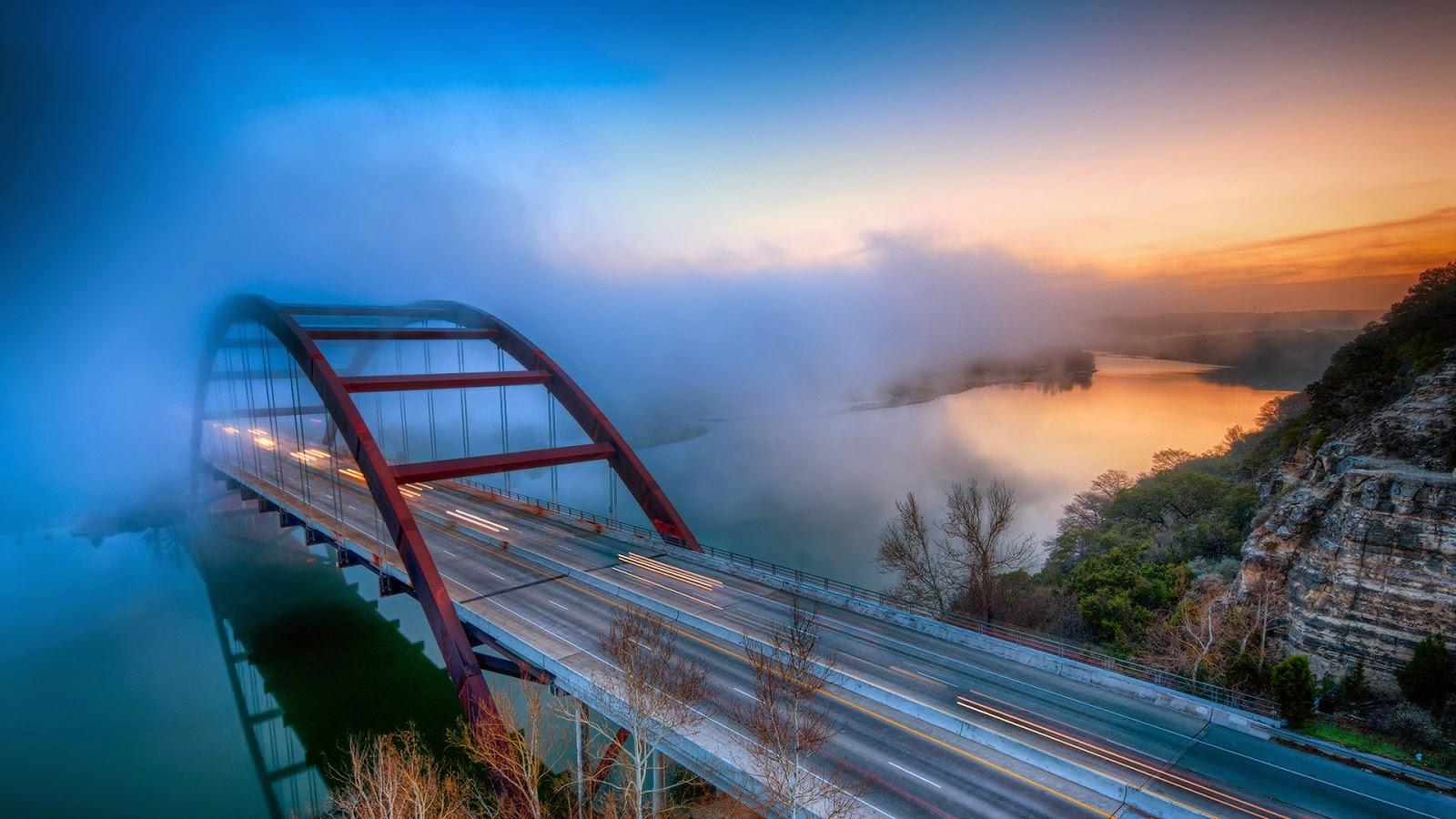 Mooie wallpaper met brug in de mist