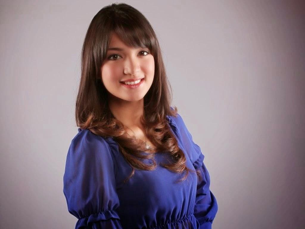 Amyra Rosli Pulangkan Cincin Pertunangan Gambar Video Artis Melayu