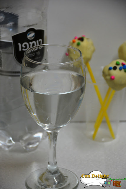 carbonated water and cake pops