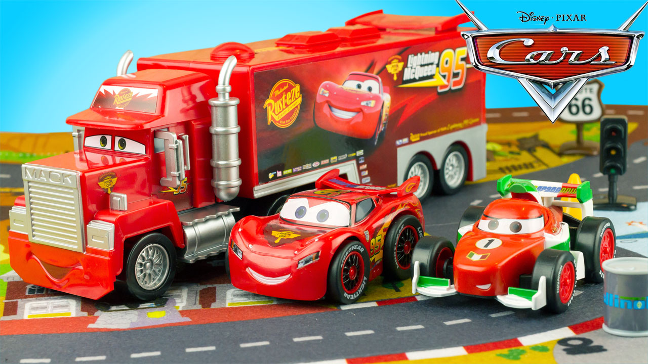 super h ros et compagnie disney cars deluxe playset mack truck flash mcqueen disney store jouet. Black Bedroom Furniture Sets. Home Design Ideas