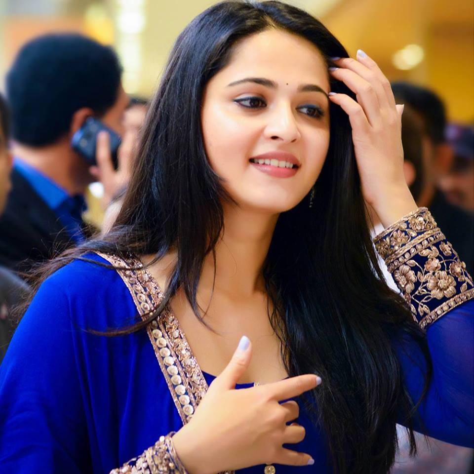 Beautiful Anushka Shetty in Salwar and Suit images at wallpaper