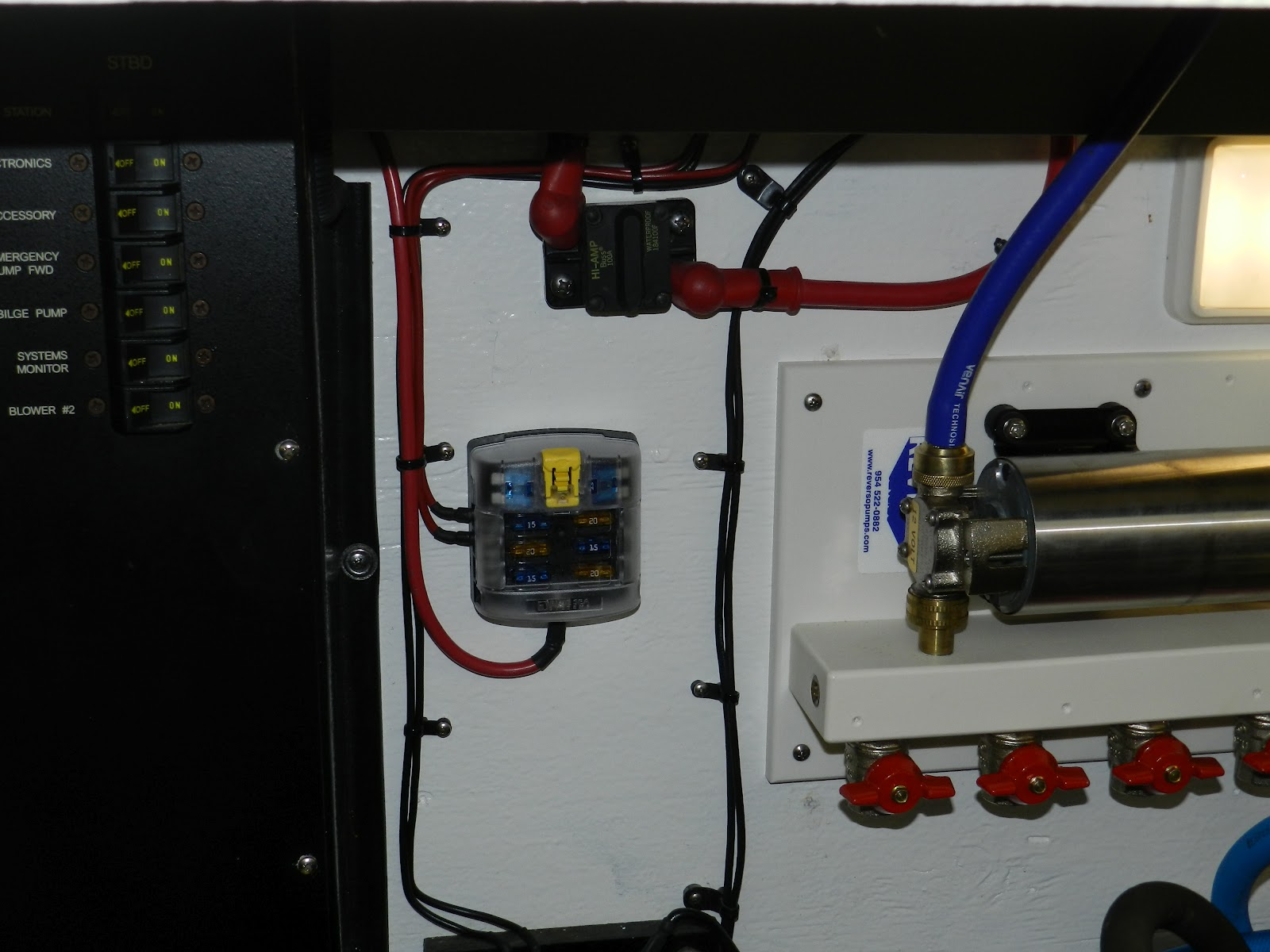 hight resolution of inside the main panel i mounted a 80 amp fuseholder currently the fuseholder is fitted with a 40 amp fuse