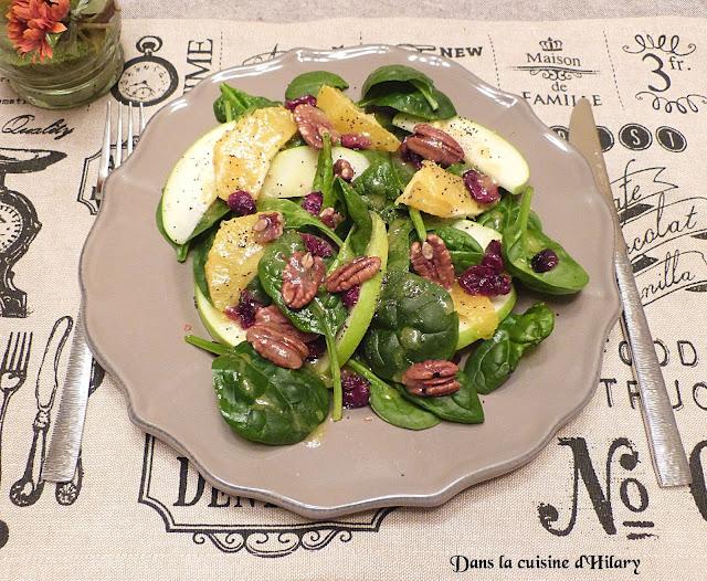 Salade automnale aux épinards, fruits et noix de pécan