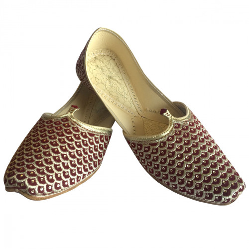 2caee8295928 Step n Style offering Men s Mehroon Punjabi Jutti with Ethnic Mojari Khussa  Style. Buy online and match with your attire for wedding ceremonies