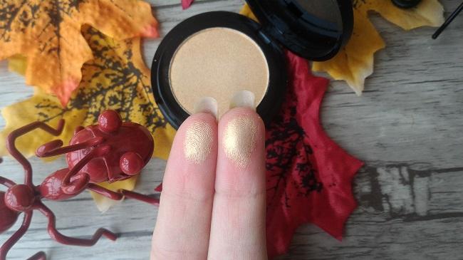 Maquillaje de otoño: iluminador Lunck Money de la marca Focallure