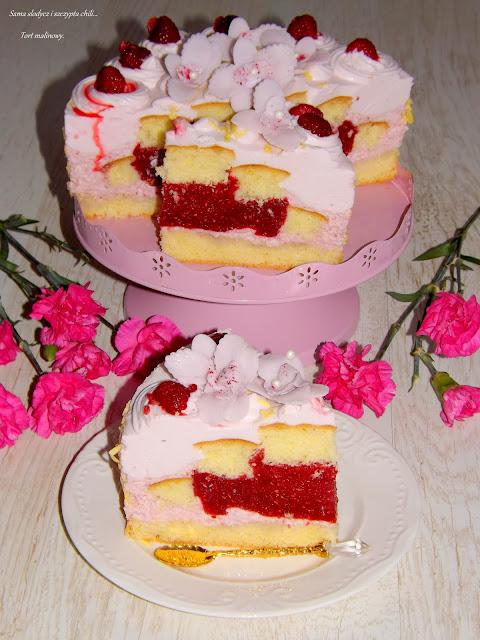 Przepyszny tort malinowy.