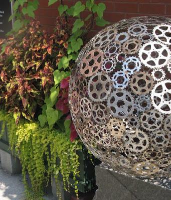 Esculturas y arte  con partes de bicicletas