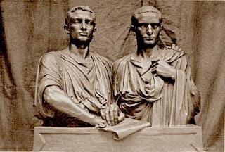 Los dos Gracos, Tiberio y Cayo, muy serios y concentrados en sus reformas.
