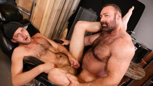 Brad Kalvo, Chandler Scott – Bear Hug