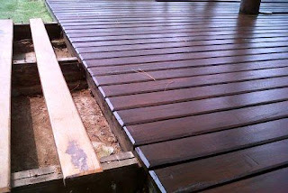 decking lantai kayu outdoor
