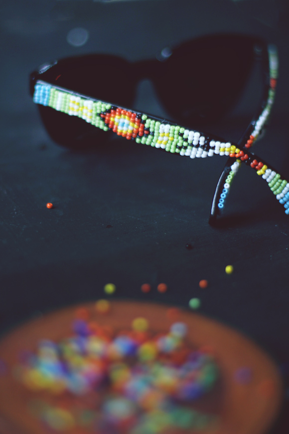 Как украсить очки бисером