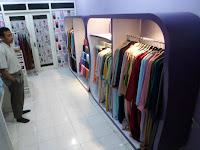 Etalase Display Pakaian Wanita Muslim Hijab Kerudung Gamis